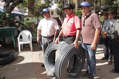 ENTREGA DE INCENTIVOS A PRODUCTORES EN LA APT SAMAIPATA